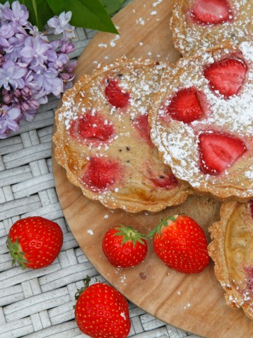 Vanille Erdbeer Tartelette hoch